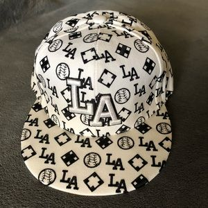 LA CAP /BLACK AND WHITE